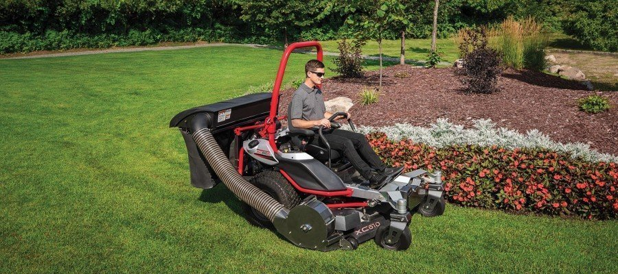Zero turn mower with bagger